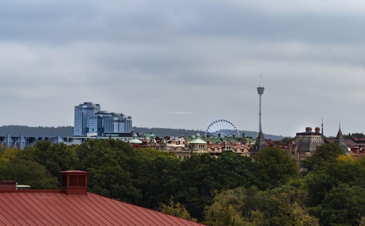 Här syns Liseberg och Gothia Tower från Kungshöjd.