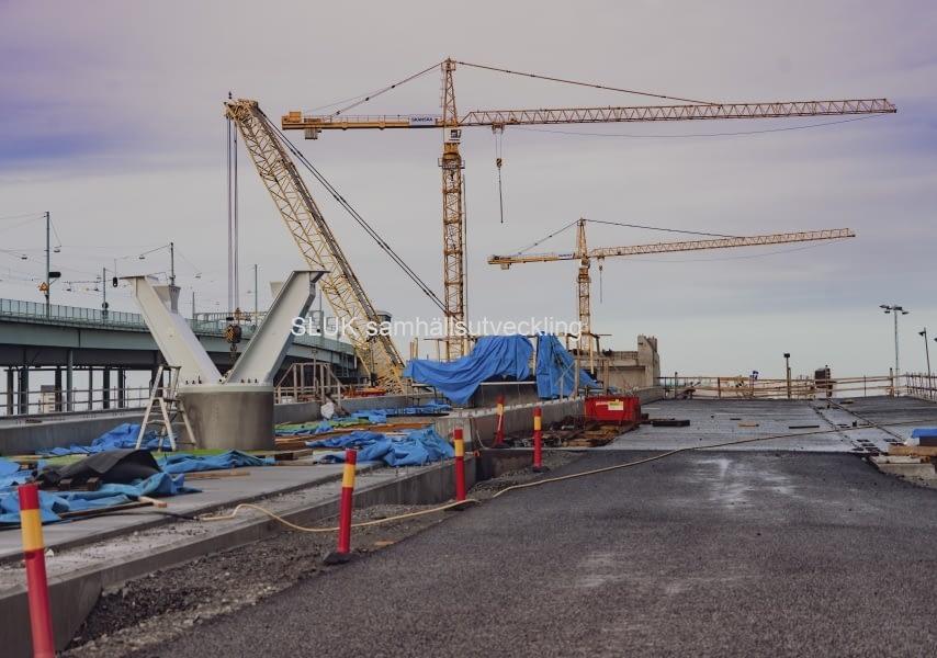 Här är en del av bron asfalterad!