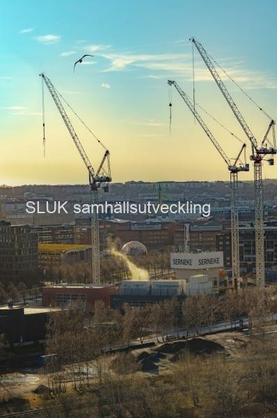 Trots olika problem, har Serneke fortsatt att bygga Karlatornet.