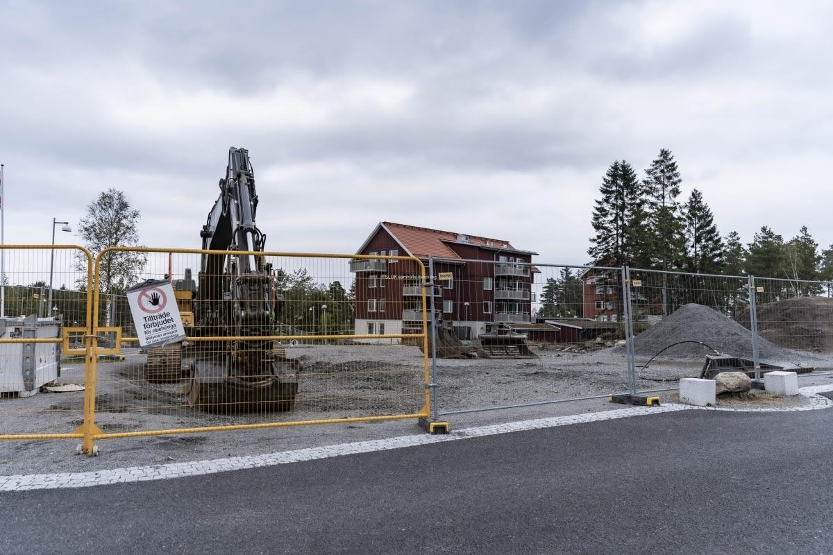 På andra sidan om Öjersjövägen, där det redan finns ny bebyggelse, man att bygga.