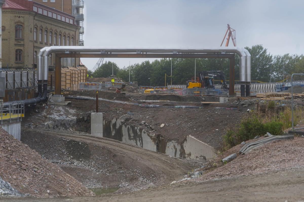 Till vänster är st. Eriksgatan och till höger Operan. Här har man lagt ledning genom luften för att kunna gräva tunnel åt väster.