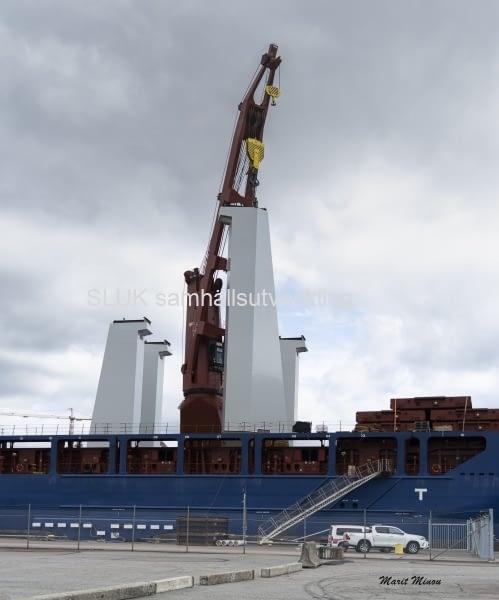 En närbild på pylonerna i Frihamnen.