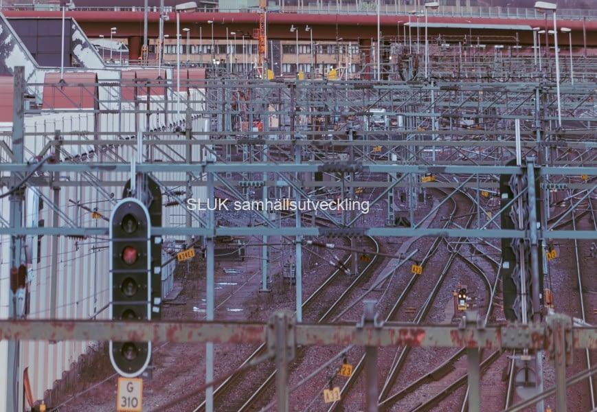 I Olskroken möts Bohusbanan, Norge-/Vänerbanan och Västra stambanan för gemensam infart mot Göteborgs central. Här ansluter också i princip all godstågstrafik till och från Göteborgsområdet, till exempel från Sävenäs rangerbangård, Hamnbanan, Gullbergsvass och från Västkustbanan.