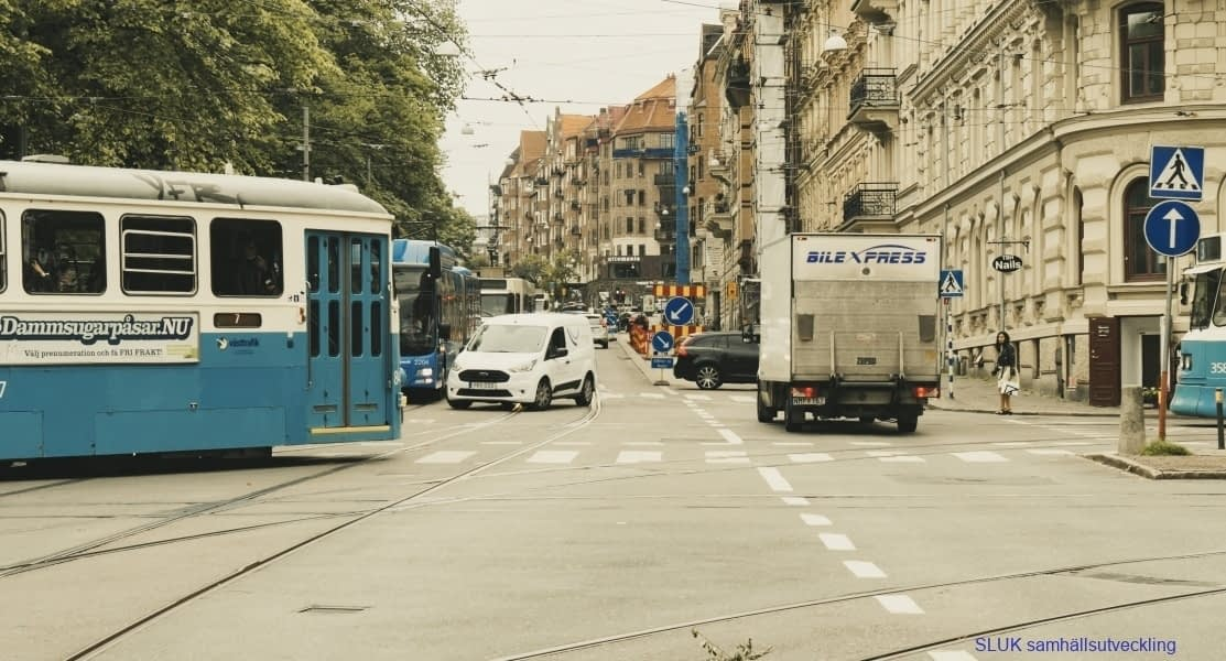 Spårvagnar, bussar, bilister trängs