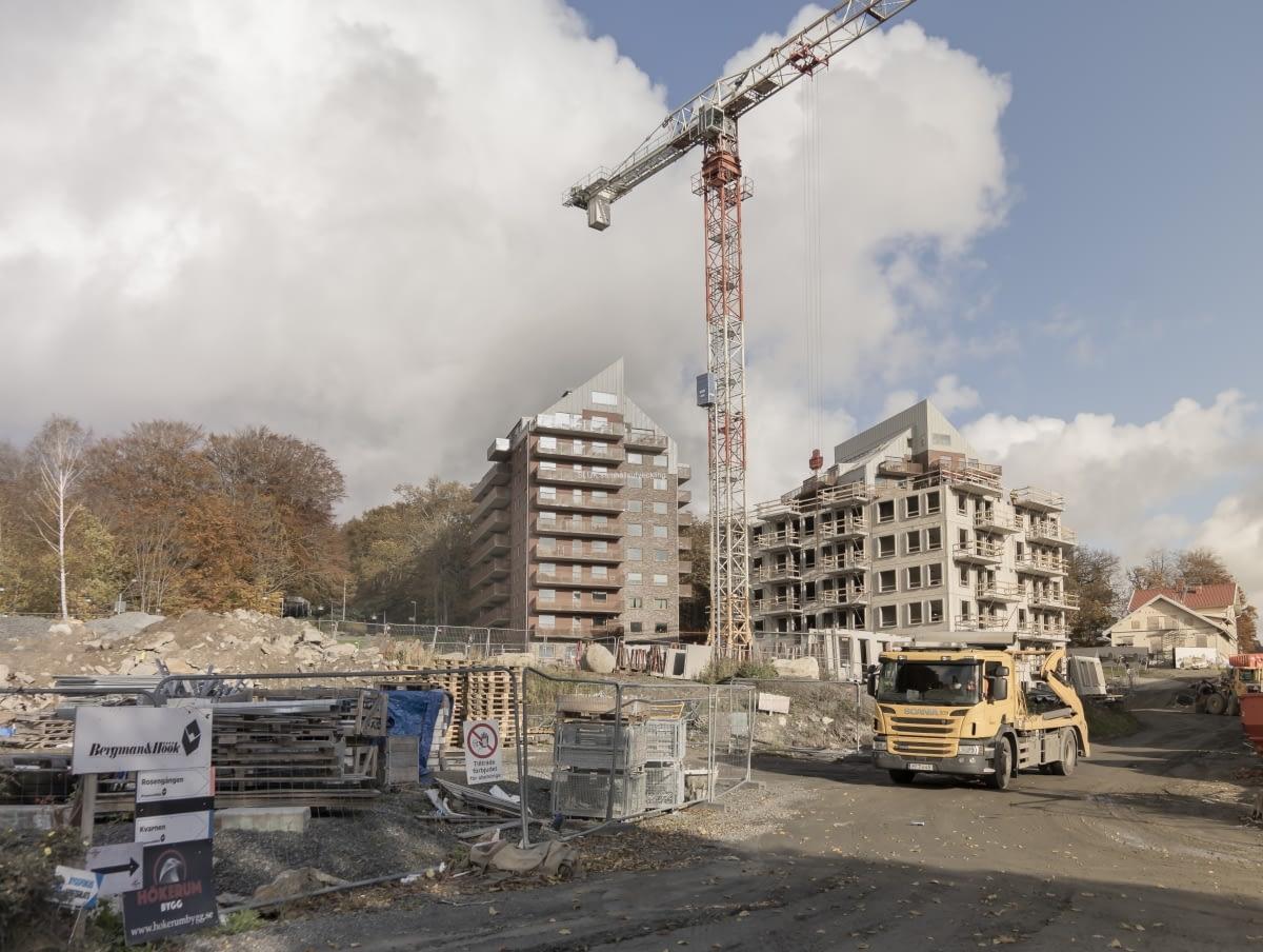 En del bostäder har flyttat in för ca ett år sedan. De får stå ut med att det byggs jämte dem.