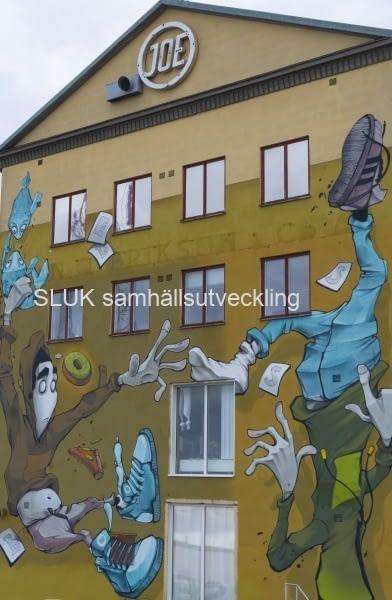 Graffiti på vägg  oktober 2019.