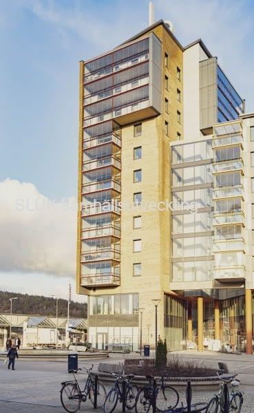 Försäljning av lägenheter och inflyttning pågår.