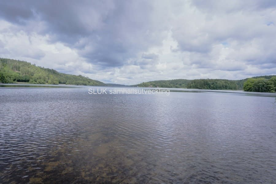 En vy över sjön  mot Mölnlycke