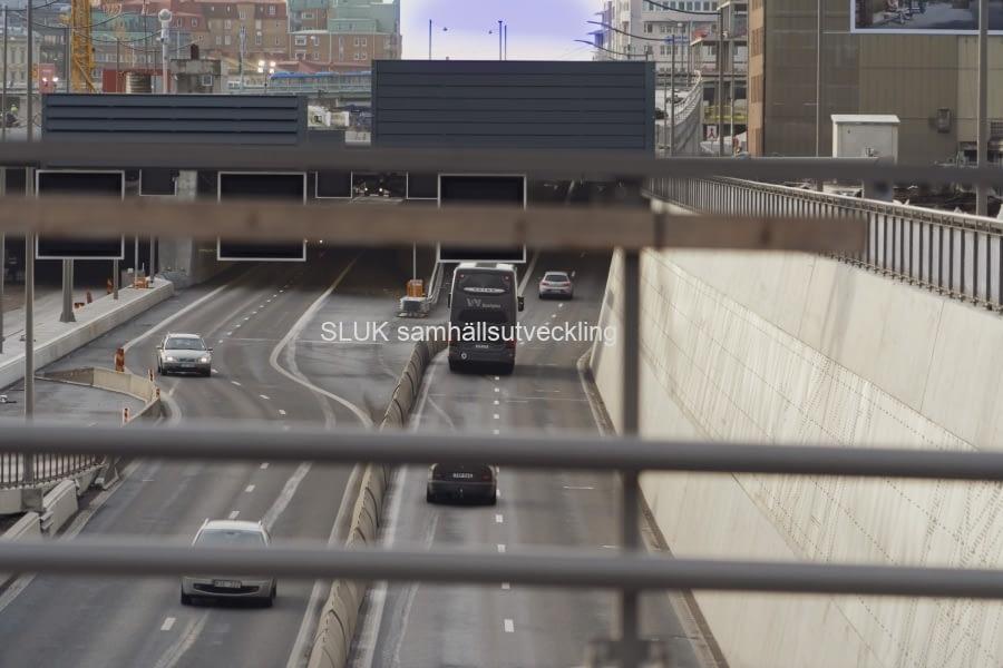 Trafik mot den nya tunneln i Gullbergsvass.