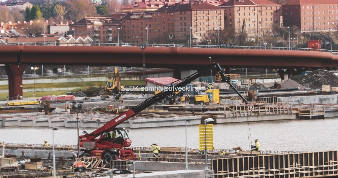 Väganslutning byggs vid Röde Orm.