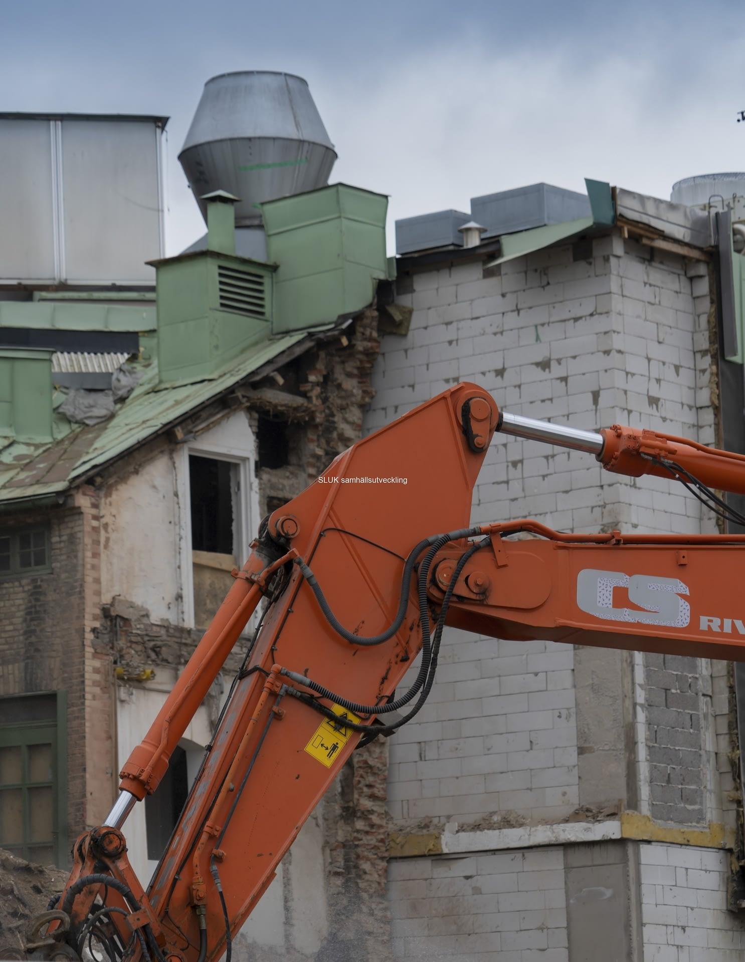 Snart finns inget kvar av byggnaden.