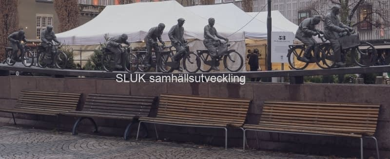 Stora torget, staty cyklister