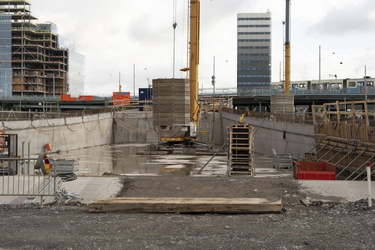 Här kommer Hisingsbron att gå mot Västra Frölunda. Här byggs även Västlänken.