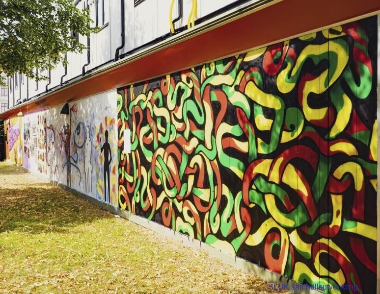 Det här är ett exempel på utsmyckning på planket vid Södra Allègatan.