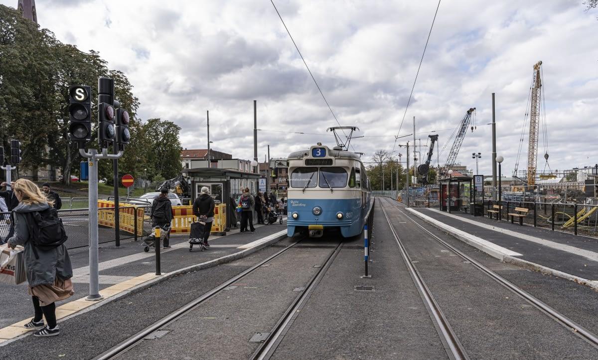 Nu är spåren lagda och sedan den 1 oktober kör spårvagnarna igen för bi Hagakyrkan.