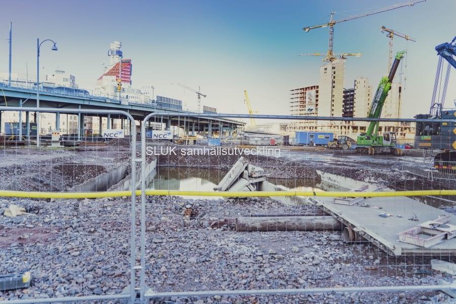 Dammar med dagvatten. Här kommer också Hisingsbron byggas!