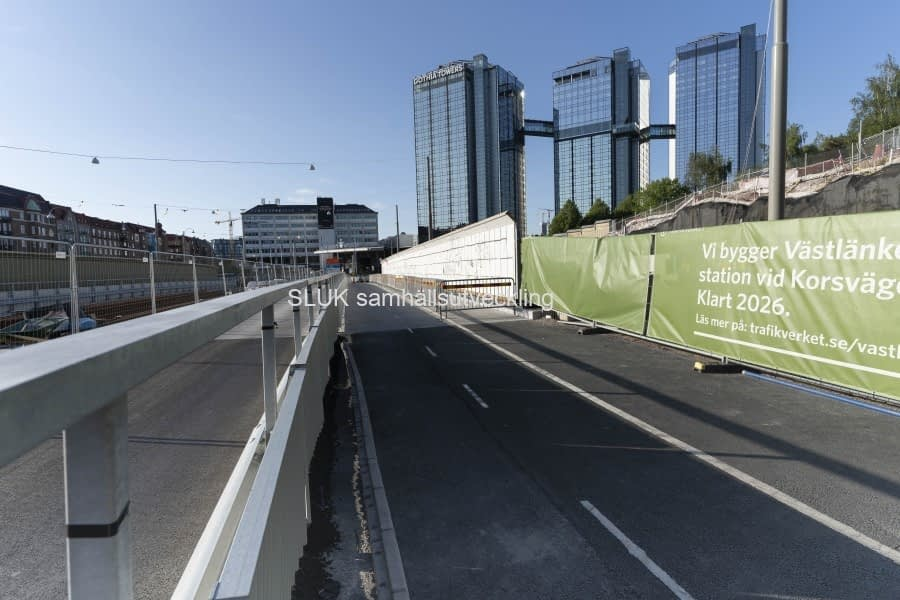 Nu är även vägen för biltrafiken klar.