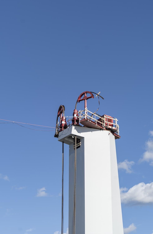 Vajrar på pylonen, som kommer att vinscha upp lyftspannet