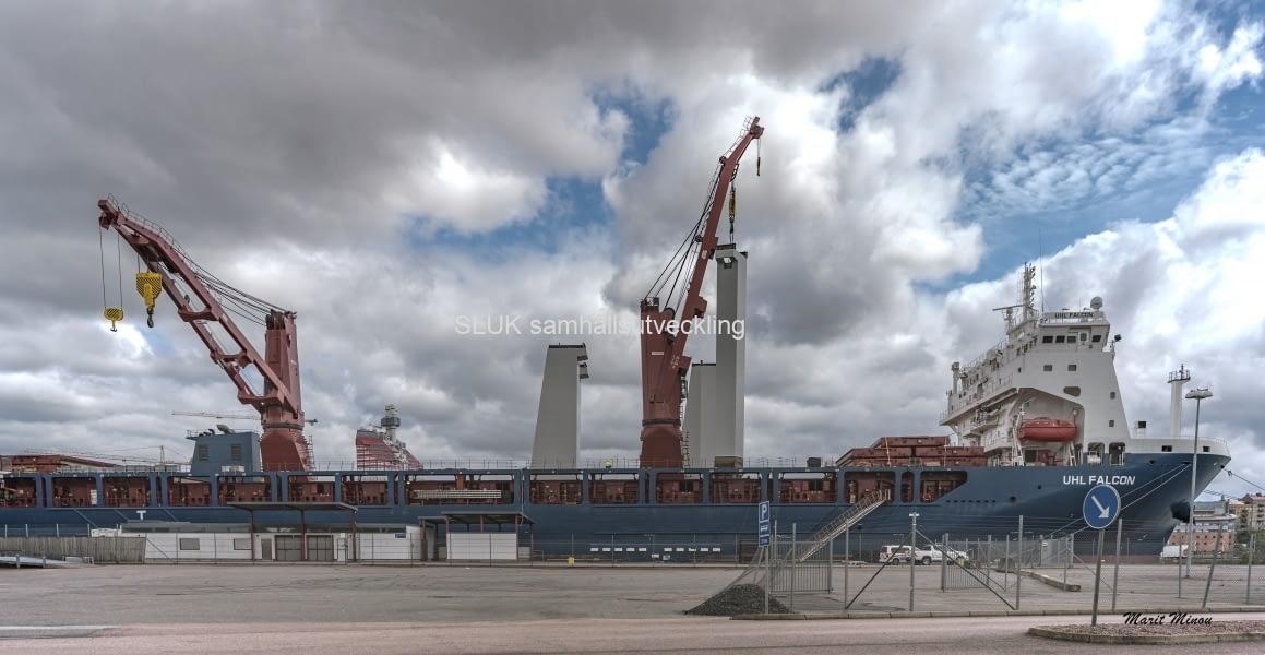 Den 11 juli låg kom pylonerna med fartyget UHL Falcon till Frihamnen i Göteborg.