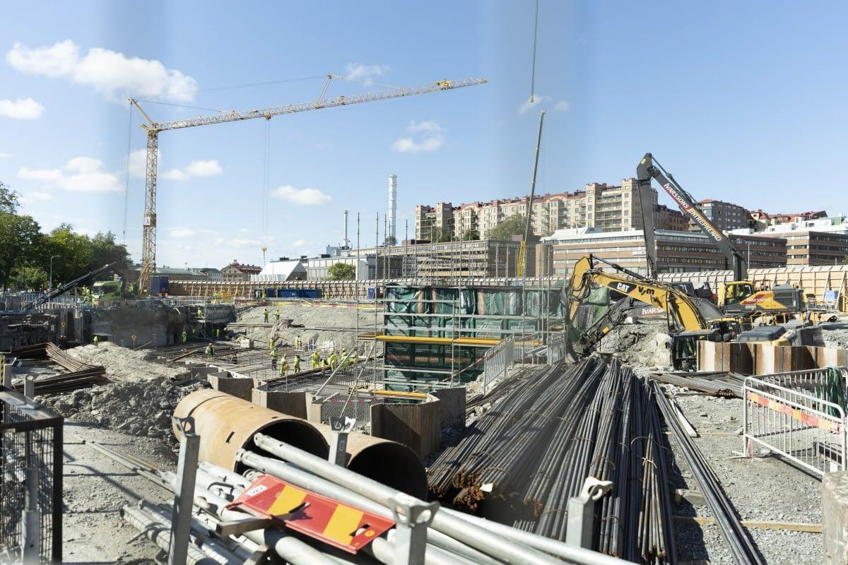 Vänster på bilden syns en tunnelöppning till Haga station.