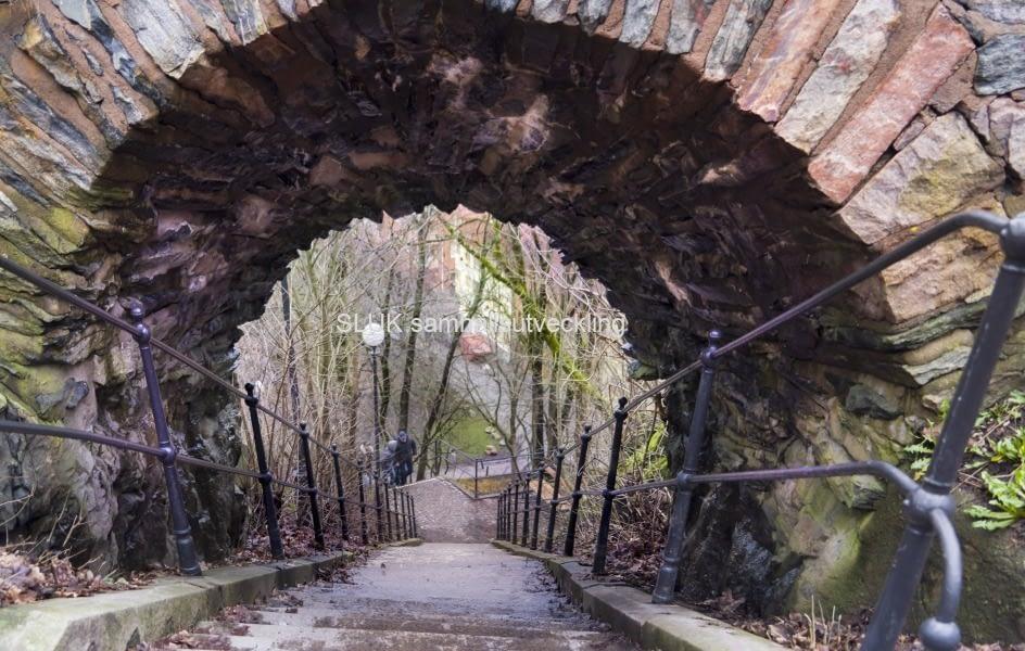 Från Skansen Kronan kan man ta trapporna ner till Haga.