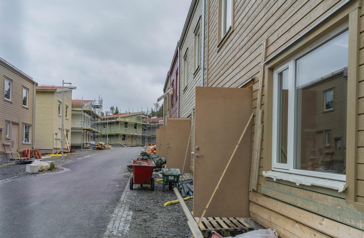 Dörrarna står öppna till radhusen som Veidekke bygger.