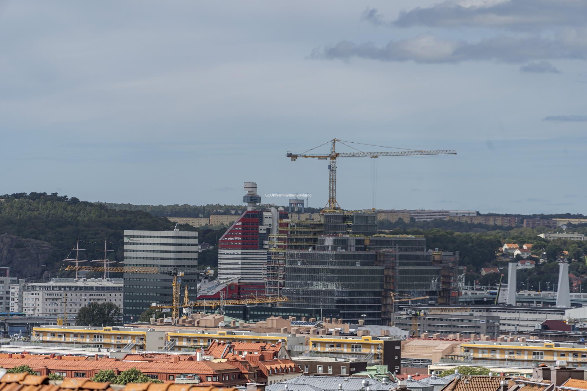 Här syns Läppstiftet, byggandet av kontorsfastigheten Platinan och Hisingsbrons pyloner.