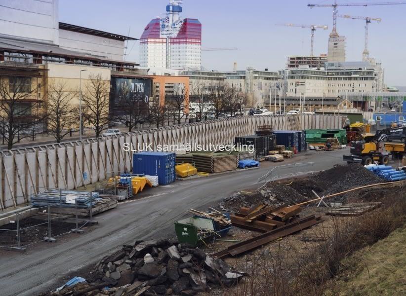 Från Kvarnberget kan man se byggnationen av Västlänken  framför Operan. Snart börjar schaktningen av tunneln.