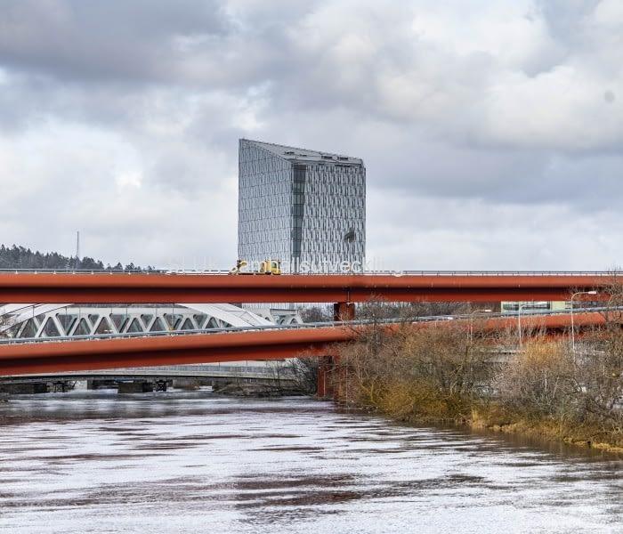 Röde Orm från Säveån, i bakgrunden Gamle stan.