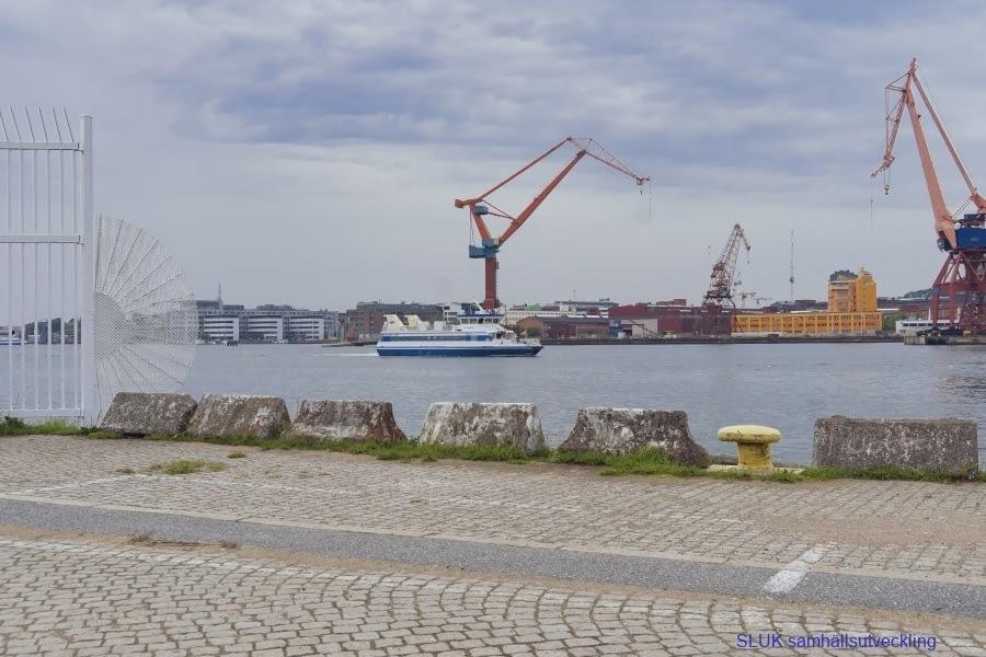 En vy mot Lindholmen, andra sidan älven