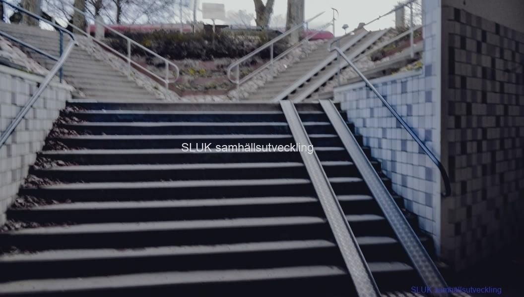 Det här är trappan mot centrum. Alla som kommer från norr och ska med pendeltåget passerar här.